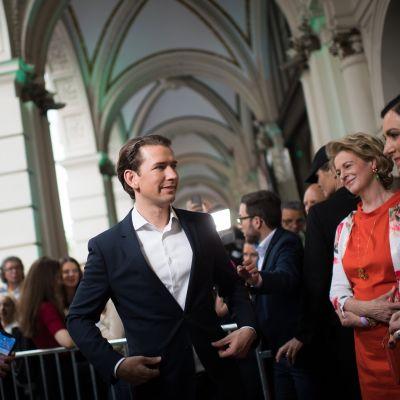 Liittokansleri Sebastian Kurz eurovaalivalvojaisissa sunnuntaina.