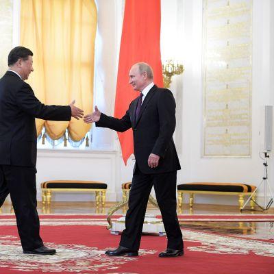 Presidentit Xi Jinping ja Vladimir Putin.