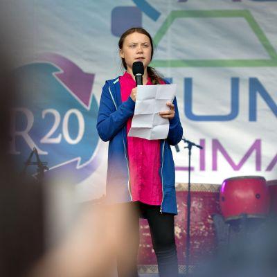 Greta Thunberg puhuu yleisön edessä Itävallan Wienissä 28. toukokuuta. Thunbergilla on ollut suuri vaikutus Saksan ilmastokeskusteluun.