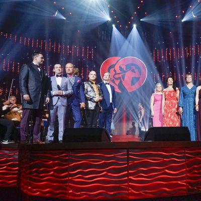 Tangolaulukilpailun osallistujat kenraalikarsinnoissa Seinäjoella.