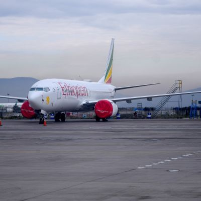 Ethiopean Airlines -yhtiön Boeing 737 Max 8 -kone Addis Abeban lentokentällä 4. 4. 2019.