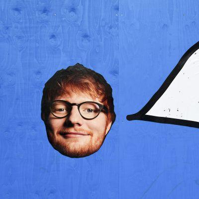 Opaste Helsingin Rautatieasemalla ohjaa kohti Ed Sheeranin konserttia 22. heinäkuuta 2019. Laulaja-lauluntekijä Ed Sheeran konsertoi Malmin lentokentällä tiistaina ja keskiviikkona 23.-24. heinäkuuta.
