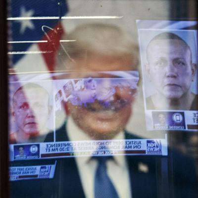 Kuvituskuva. Presidentti Donald Trumpia fanittanut Cesar Sayoc tuomittiin 20 vuodeksi vankeuteen lähetettyään pommeja muun muassa Barack Obamalle ja Bill Clintonille.
