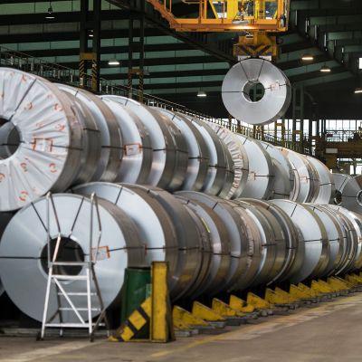 Teräsrullien varasto Salzgitter AG:n tehtaalla.