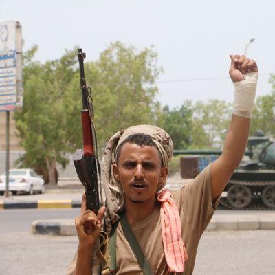 Kapinallistaistelija Adenissa.
