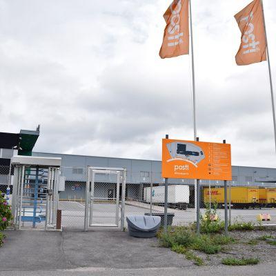 Postin logistiikkakeskus Liedossa