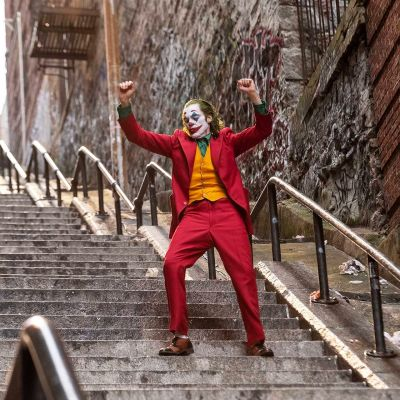 Joaquin Phoenix näyttelee Jokeria.