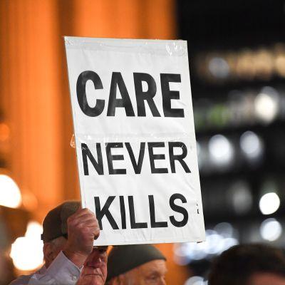 Elämää puolustavia mielenosoittajia Australiassa.