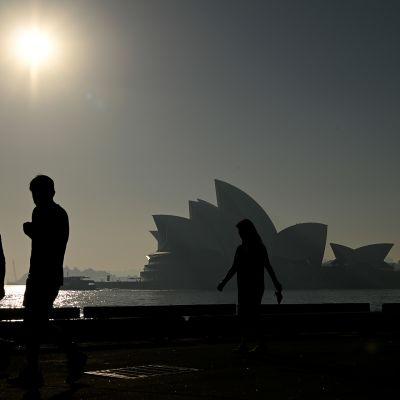 Savusumu peitti Sydneyn oopperatalon tiistaina.