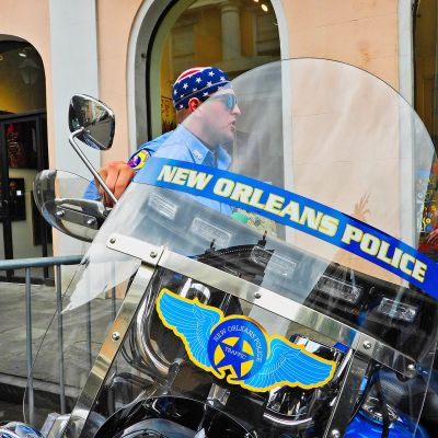 New Orleansin poliisin moottoripyörä kadulla New Orleansin ranskalaiskorttelissa.