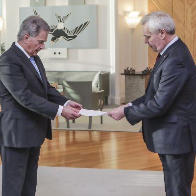 Pääministeri Antti Rinne (sd.) jätti eronpyyntönsä presidentille.