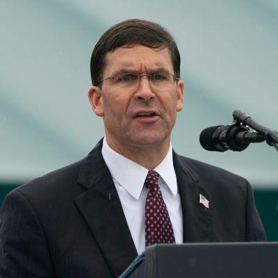 Kuvituskuva. Yhdysvaltojen puolustusministeri Mark Esper kuvattuna Virginiassa syyskuussa.