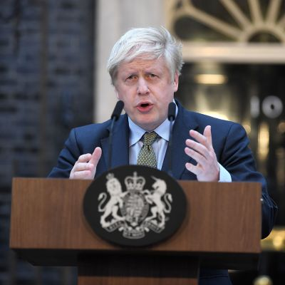 Pääministeri Boris Johnson pitää puhetta 10 Downing Streetilla 13.12.2019