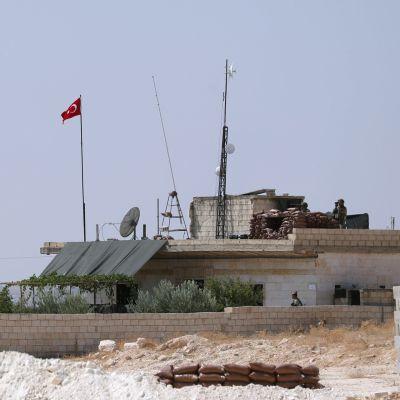 Arkistokuva. Turkin armeijan tarkkailupiste lähellä Maar Hitatin kaupunkia Idlibissä, Syyriassa syyskuussa 2019.