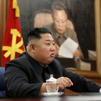 Kuvituskuva. Pohjois-Korean johtaja Kim Jong-un puhui maan sotilasjohdolle joulukuussa.