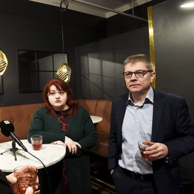 Kuntatyönantajien työmarkkinajohtaja Markku Jalonen ja Tehyn puheenjohtaja Millariikka Rytkönen keskustelivat OAJ:n puheenjohtaja Olli Luukkaisen kanssa Kuuma työmarkkinakevät -tilaisuudessa joulukuussa.