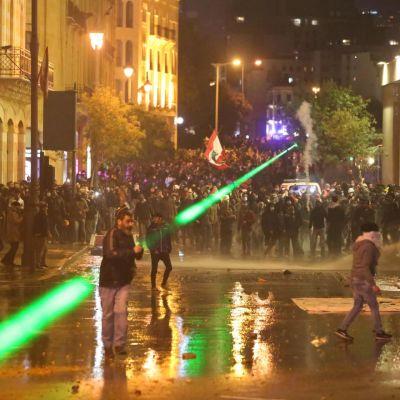 Mielenosoittajia Libanonin pääkaupungissa Beirutissa 22. tammikuuta 2020.