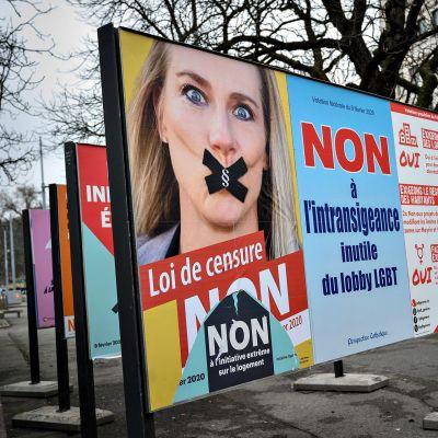 Vaalijuliste Geneven kadulla.