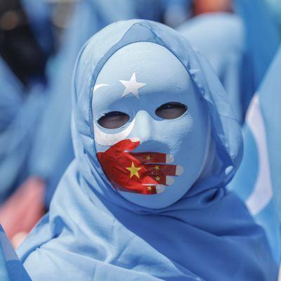 Sadat uiguurit osallistuivat heinäkuussa mielenosoituksen Kiinan konsulaatin edessä.