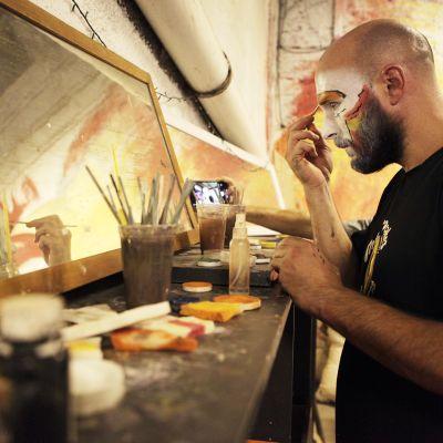 Uruguaylainen Gonzalo Riquero kokee, että murga-teatteri on tehnyt hänestä rohkeamman.
