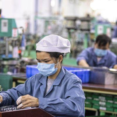 Tehdastyöskentelyä Kiinassa.