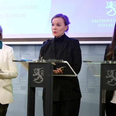 Anna-Maja Henriksson, Katri Kulmuni ja  Sanna Marin.