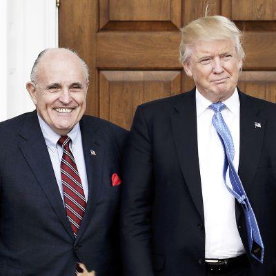 New Yorkin entinen pormestari Rudy Giuliani ja Donald Trumpvuonna 2016.