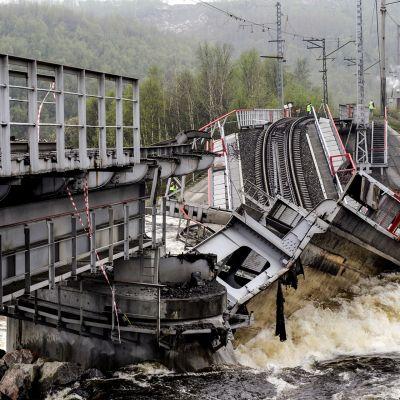 Romahtanut rautatiesilta Murmanskissa.