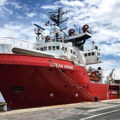 Ocean Viking -alus ankkurissa Marseillen satamassa kesäkuussa 2020.