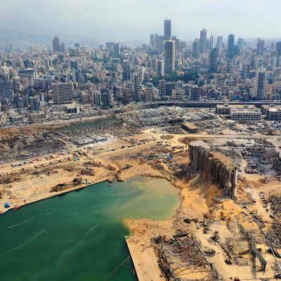 Ilmakuva Beirutin räjähdyspaikasta satamasta.