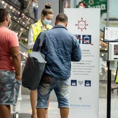 Finavian koronan infopiste Suomeen saapuville, Helsinki-Vantaa lentoasema
