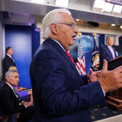 Yhdysvaltain Israelin-suurlähettiläs David Friedman lehdistötilaisuudessa Valkoisessa talossa.