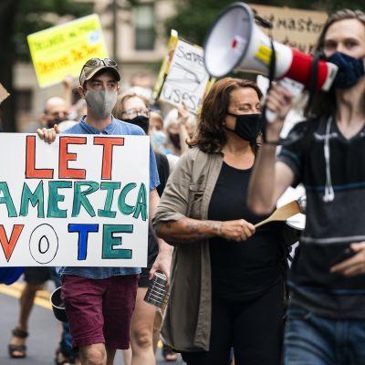 """Shut Down DC"" -aktivistien mielenosoitus 13. elokuuta."