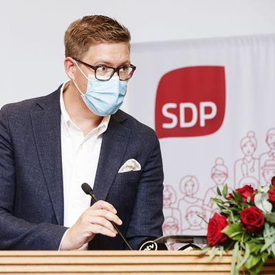SDP:n eduskuntaryhmän puheenjohtaja Antti Lindtman puhui SDP:n eduskuntaryhmän kesäkokouksessa Helsingissä 18. elokuuta