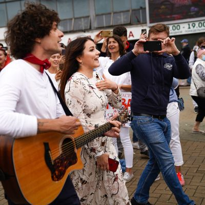 Valko-Venäjää euroviisuissa edustanut Naviband on liittynyt mielenosoittajiin.