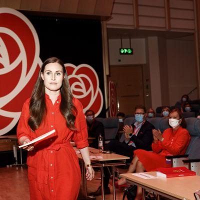 Pääministeri, SDP:n puheenjohtaja Sanna Marin menossa pitämään linjapuheensa Suomen Sosialidemokraattisen Puolueen 46. puoluekokouksessa