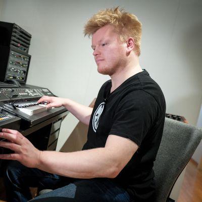 Janne Isotalo, syntetisaattori