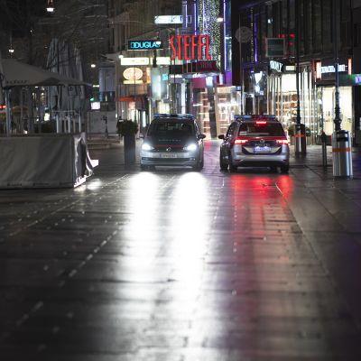 Poliisipartioita Wienin keskustassa.