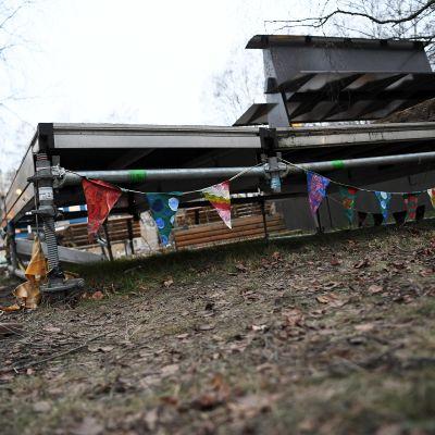 Lava, jonka alta maanantaina löydettiin murhatun teinipojan ruumis, Koskelan sairaalan lähistöllä.