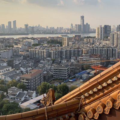 Wuhanin alueen yleiskuva kuvattuna ylhäältä  Yellow Crane tornista.