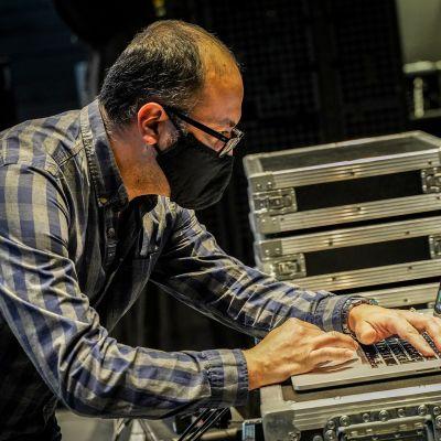 Musica nova, Iannis Xenakis, Alejandro Olarte