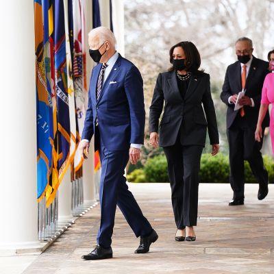 Joe Biden, Kamala Harris, Chuck Schumer ja Nancy Pelosi.