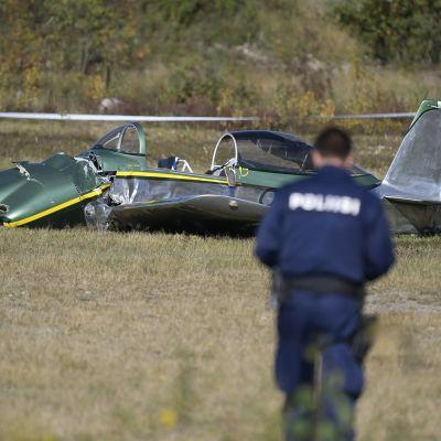 Poliisi tutkimassa kun kaksipaikkaisen pienkoneen lasku Hyvinkään lentoasemalle epäonnistui 27. syyskuuta