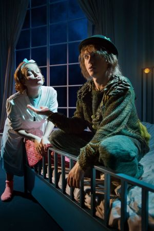Amanda Nyman och Markus Riuttu i ÅSTs Peter Pan.