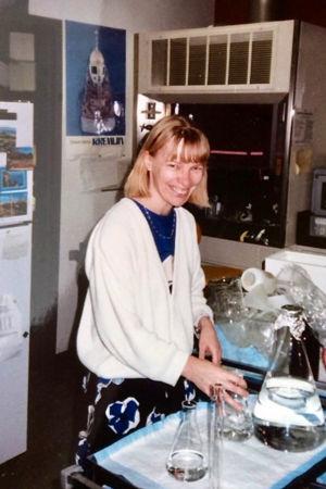 Tarja Stenberg i laboratorium.