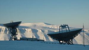 Radarantenner på Svalbard.