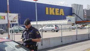 Två personer dödades och en skadades allvarligt i en knivattack i Ikea i Västerås den 10 augusti 2015.