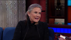 Carrie Fisher uppträder i tv-programmet The Late Show på tv-kanalen CBS i november 2016.