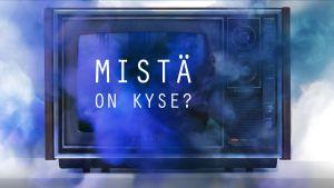 """Sinisen savun ympäröimä televisio, jonka ruudulla lukee teksti """"mistä on kyse?"""""""