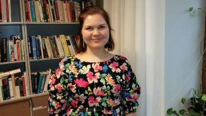 Medieforskare Kaisu Hynnä poserar.